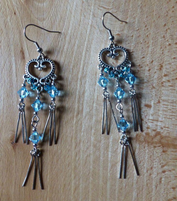 ♥ Longues boucles d'oreille bleues, Saint Valentin, coeur argenté et cristal de Swarovski ♥ : Boucles d'oreille par perlesenpagaille