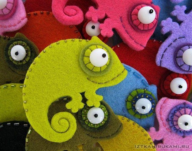 Broche de fieltro con camaleones de colores