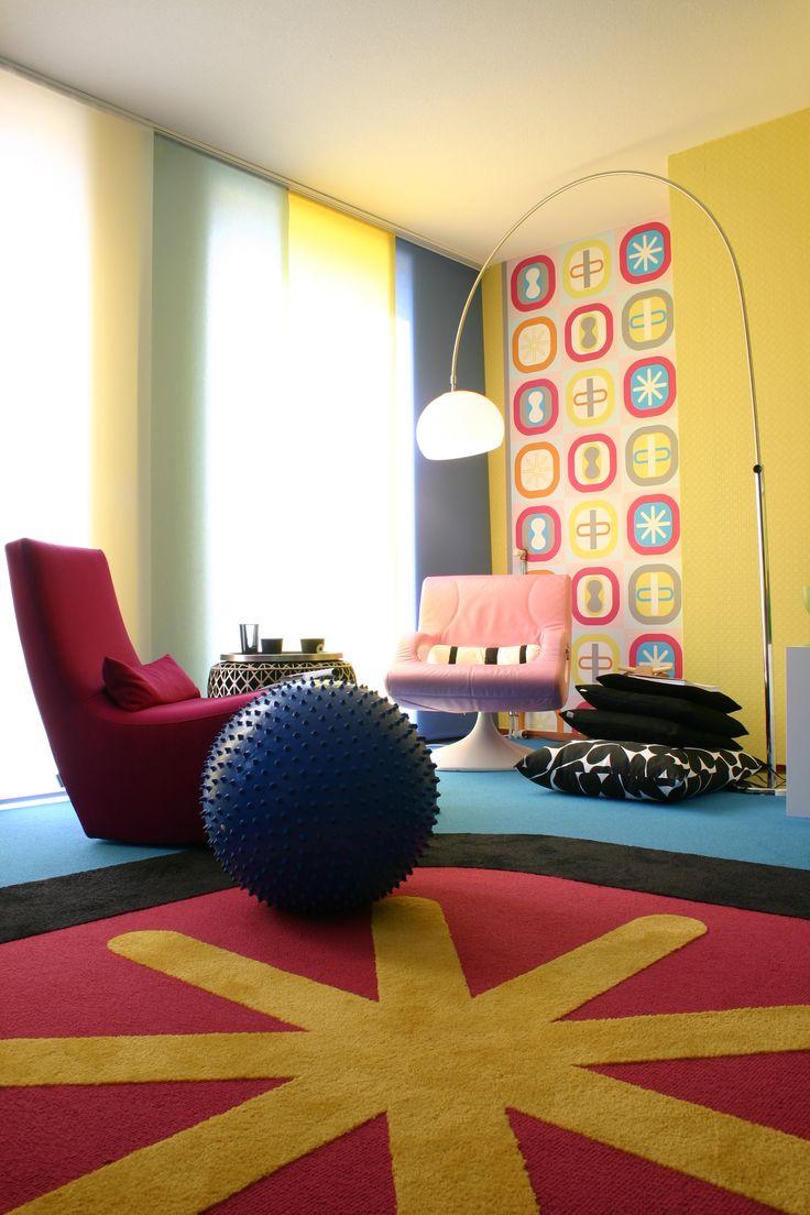 Gebruik je creativiteit met verschillende kleuren en structuren tapijt op de vloer.