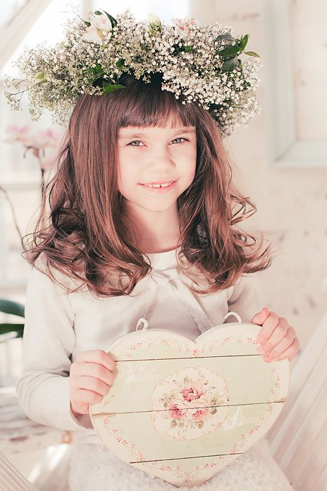 child wearing flower headband. spring photo ideas