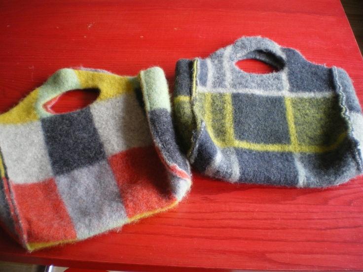 Tas gemaakt van een vintage deken die (expres) te heet is gewassen, waardoor de tas lekker stevig is!
