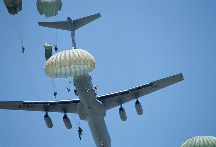 Air Force Pictures C141 FileParatroopers jump from C