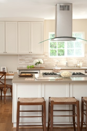 backsplash and counters with cream cabinets. counters are caesarstone brand- quartz material- and the backsplash is travertine