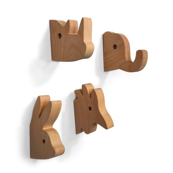 Animal Hangers on Behance Colgadores de madera con forma de animales