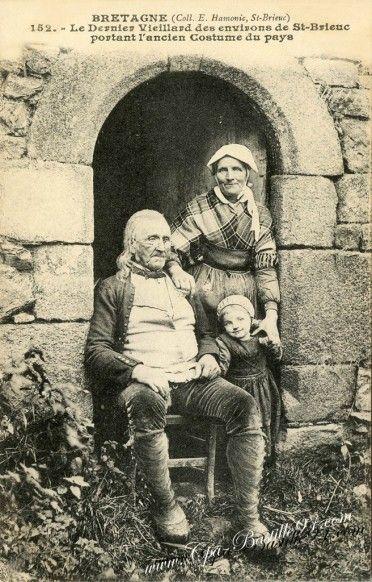 Bretagne ~ Vieillard des environs de-St-Brieuc portant lancien costume du pays (Côtes d'Armor)