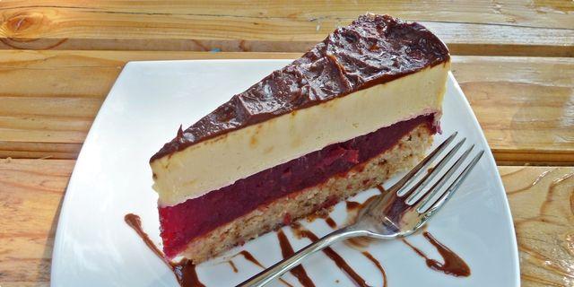 Torta sa višnjama i vanilija kremom