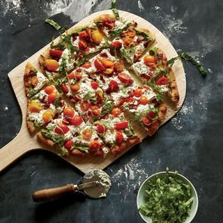 Avocado BLT Pizza http://www.eatclean.com/recipes-how-to/easy-avocado-recipes-and-nutrition-facts/avocado-blt-pizza
