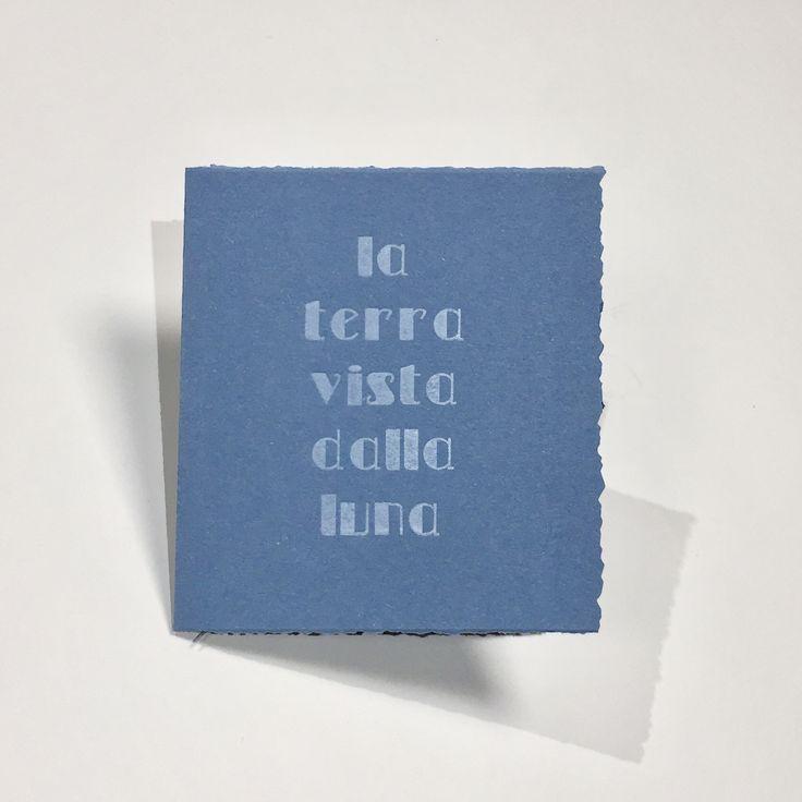 Libro d'artista di Pierpaolo Pregnolato in 6 esemplari, testo composto con caratteri tipografici in legno. I libri sono stati realizzati nel Bookshop Damocle Edizioni – Venezia.