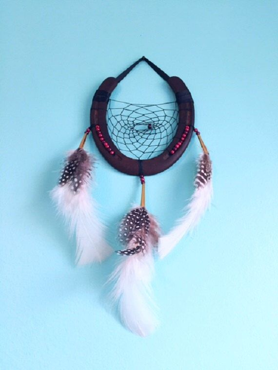 Horeshoe dreamcatcher with red and bordeaux glass pearl details by EarthDiverCreations on Etsy https://www.etsy.com/ca/listing/487230699/horeshoe-dreamcatcher-with-red-and