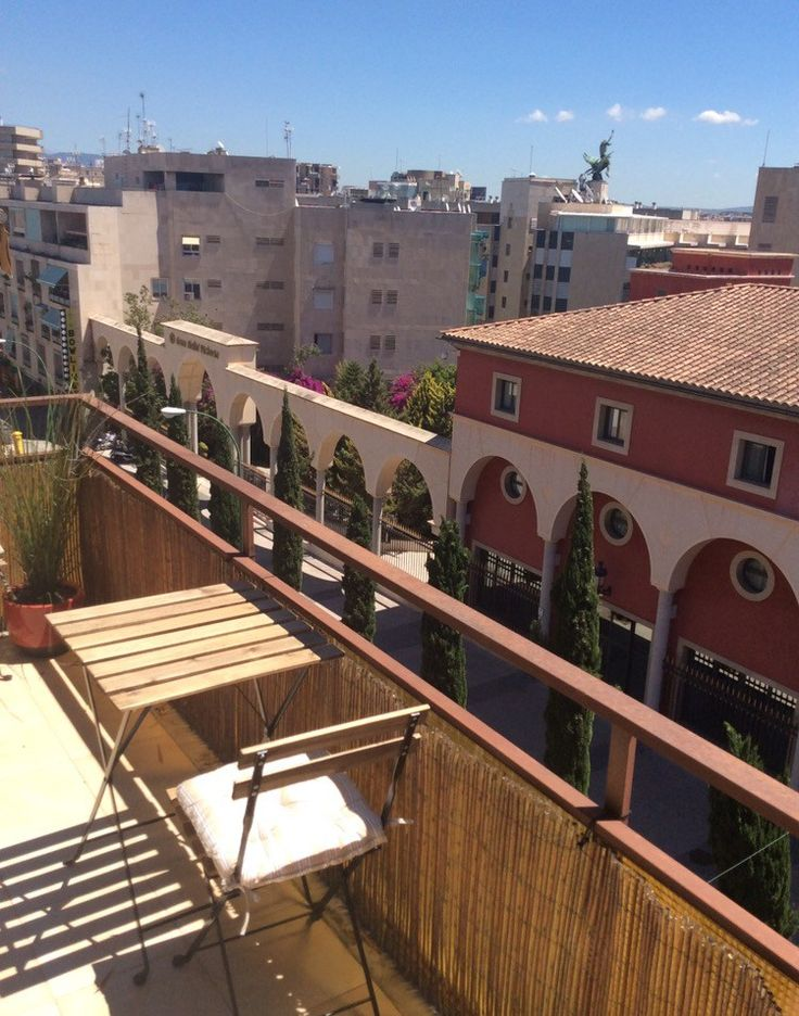 For sale Palma: Duplex apartment with additional large spacious roof terrace with sea / port views.