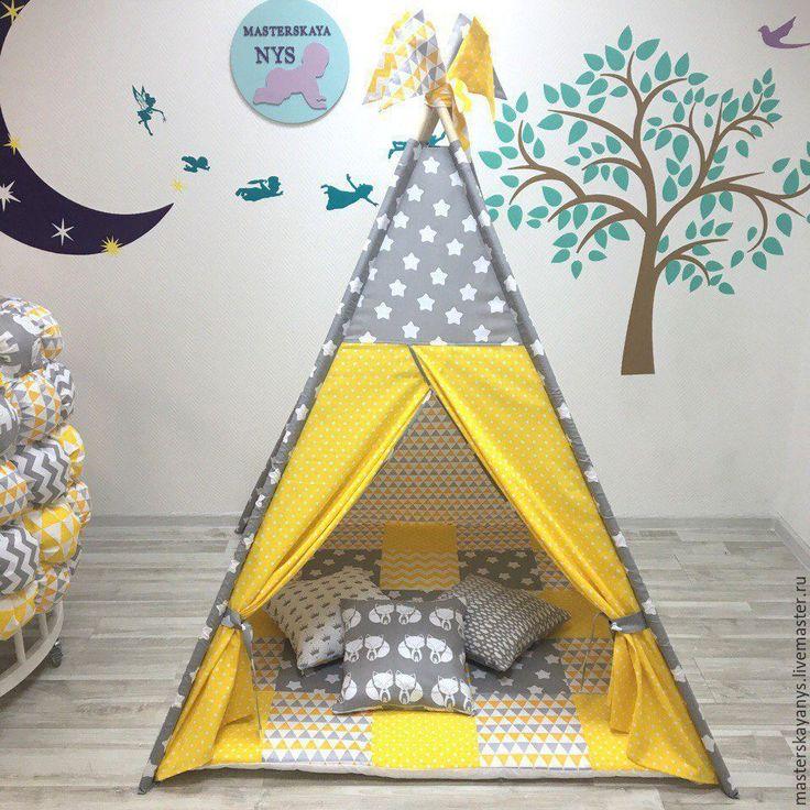 Купить или заказать Яркий вигвам для ребенка. Шалаш, палатка, домик. в интернет-магазине на Ярмарке Мастеров. Вигвам это идеальное решение для подарка любимым деткам. Его можно взять с собой на природу, установить на лужайке и подарить сказочные эмоции ребенку. Вигвам палатка идеально впишется в интерьер детской комнаты и не займет много места. В комплекте: Вигвам (150*120*120см)-5000р Лоскутный коврик без съемного чехла (120*120см)-4500 р Подушки со съемным чехлом 3 шт. по 650 руб.