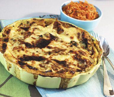 Vad är härligare till fredagsmiddagen än en klassisk lasagne med en liten twist? Denna smarriga lasagne är helt vegetarisk med spenat, basilika och chèvre. Riktigt fräscht och ett glas rödvin till är ingen dum idé!