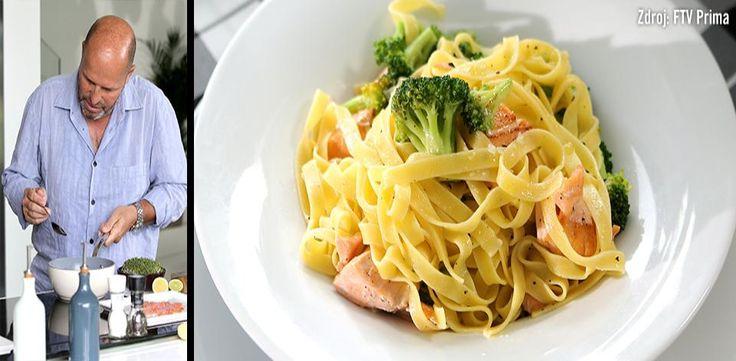 Pasta s brokolicí a kousky lososa
