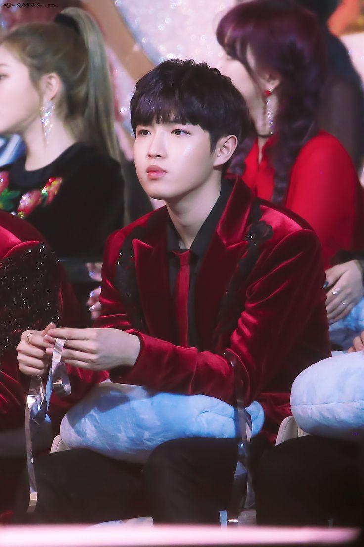 180110 Wanna One at Golden Disk Awards #Jaehwan