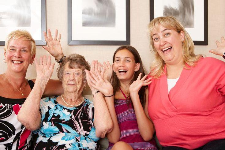 Ideas de cumpleaños para los 100 años de la abuela. Vivir 100 años es algo extraño y merece ser celebrado de una manera especial. Si tu abuela es una mujer de honor, determina que tipo de celebración o regalos serían apropiados para ella, basado en que sería mas cómodo, tomando en cuenta su salud y ...