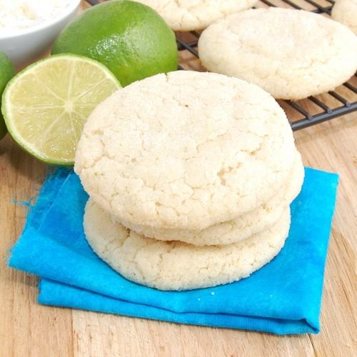 Chewy coconut lime sugar cookies.  These won't last for long! #cookie #recipe: Coconut Cookies, Coconut Limes, Limes Cookies, Coconut Lim Sugar, Chewy Coconut Lim, Cookies Packs, Chewy Sugar Cookies, Cookies Recipe, Sweet Peas