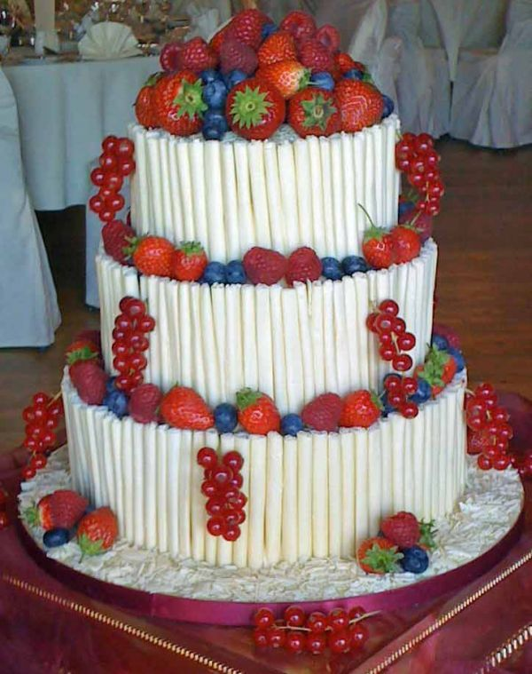 how to cut a round fruit wedding cake 34 best images about wedding ideas on cakes 15620