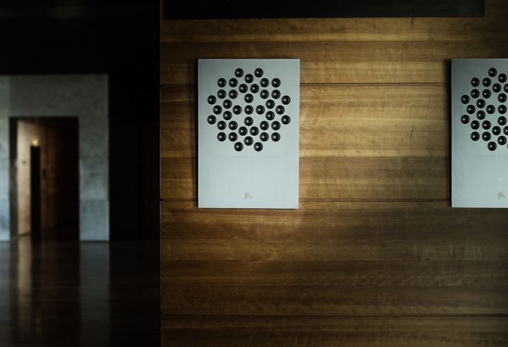 A flat wall-mounted speaker constructed with concrete eliminates vibration, while an array of 41 electrodynamic mini-speakers output a wall of sound.