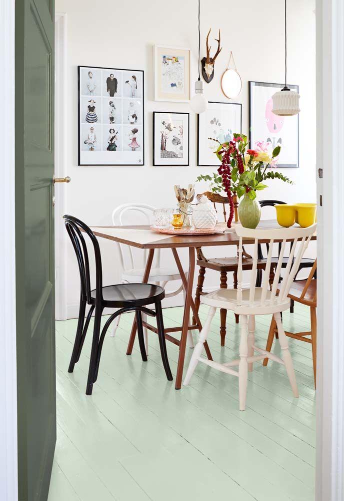 Floor painted in Saltsten 799 and the door is painted in Salvia 825. Colors from Beckers | PerPR