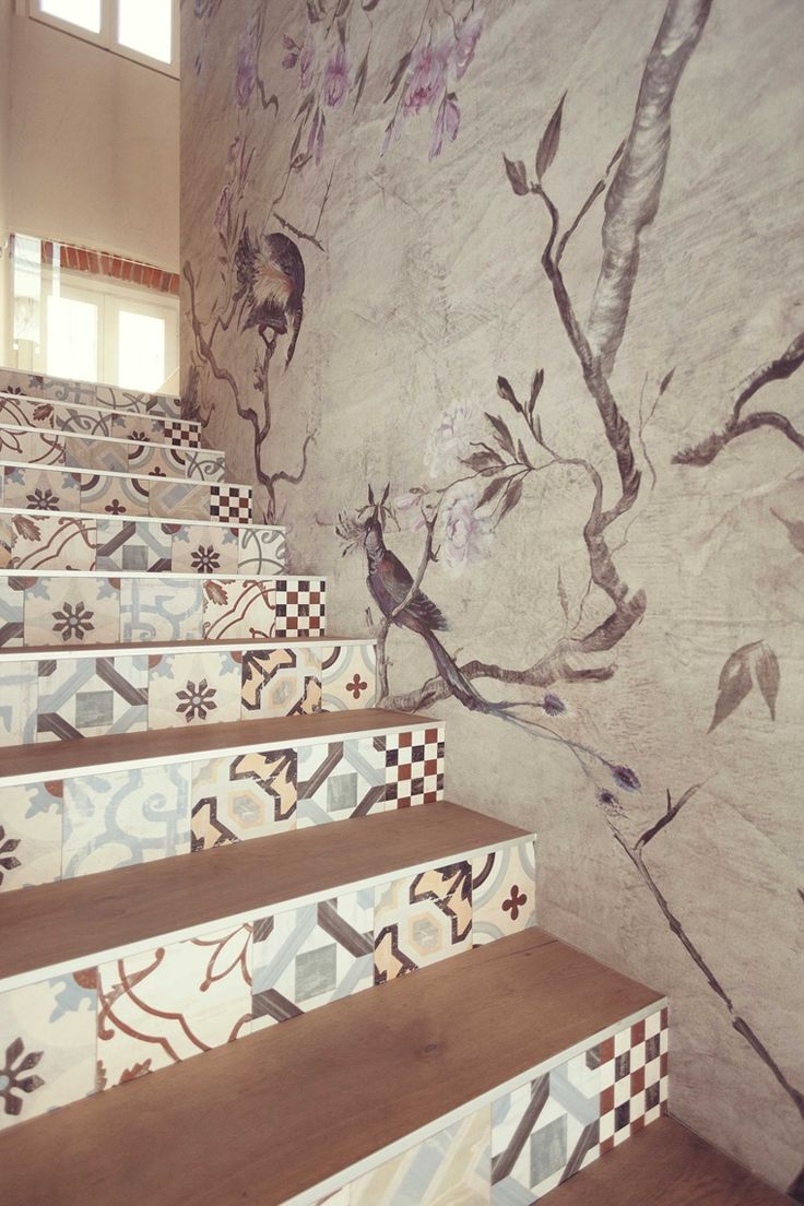 Beautiful staircaise & Contemporary wallpaper -Wall & Decò