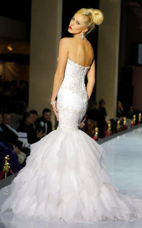 #FishtailGown #Classic #HayariParis #BridalCollection