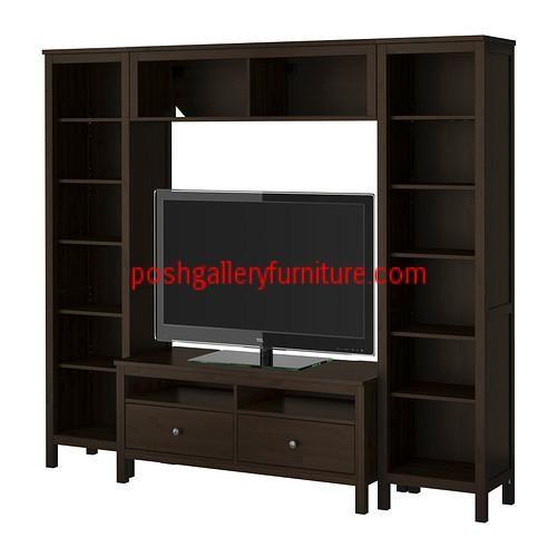 Set Buffet Tv Minimalis Glamour  Buffet Tv Minimalis dengan set rak terbuka yang mendukung untuk menaruh perlengkapan televisi akan terlihat megah menghiasi interior rumah anda. Dari material kayu mahoni pilihan dengan ukuran yang luas dengan dukungan beberapa rak terbuka akan memudahkan anda untuk menaruh benda diruang terbuka.