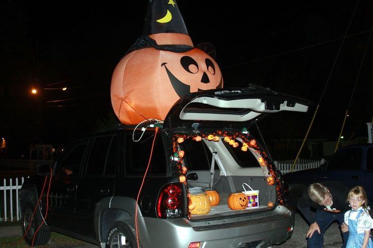 15 best Trunk or treat ideas images on Pinterest Halloween prop - trunk halloween decorating ideas