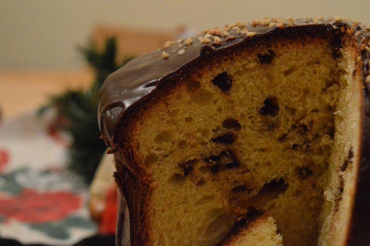 Quando siamo alle porte del Natale e mi viene proprio voglia di preparare un buon panettone al cioccolato Bimby. Senza canditi, solo gocce di cioccolato!