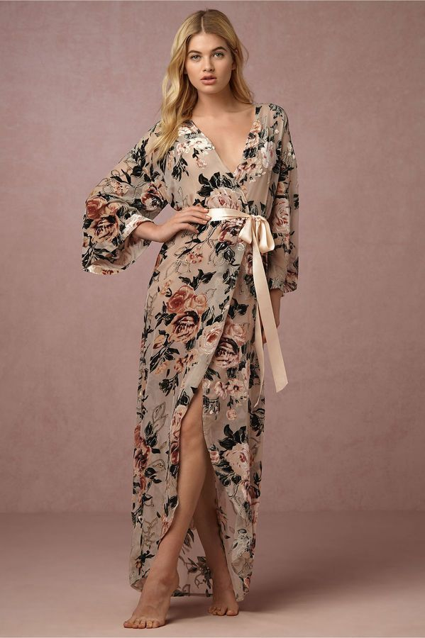 Love this bridal Velvet night before the wedding Robe and its design. So pretty! #bride #bridal #robe #satin #floral #afflink