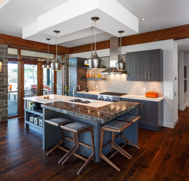 Потолки из гипсокартона на кухне: важный аспект в геометрии пространства (фото) http://happymodern.ru/potolki-iz-gipsokartona-na-kuxne-35-foto-stilnoe-i-udobnoe-reshenie/ Потолок из гипсокартона в интерьере кухни