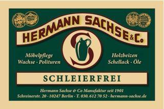Die Möbelpflege Schleierfrei aus der traditionsreichen Manufaktur Berlins bringt einen tollen Glanz auf Möbel, Wandpannele, Holzfußböden und vielem mehr – und das auf sanfte Art! Denn es enthält nur die wertvollsten Inhaltsstoffe. Rohstoffe wie Weißöl, Alkanawurzel und Terpentinbalsam machen Schleierfrei zu einer hochwertigen und schonenden Möbelpflege.