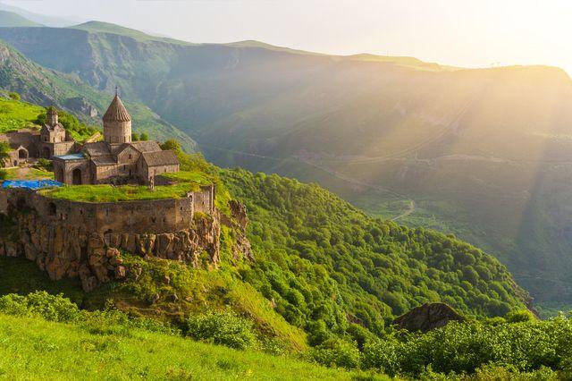 標高2,300mの所に教会が⁉︎ 到達が困難すぎるアルメニアの名スポットまとめ