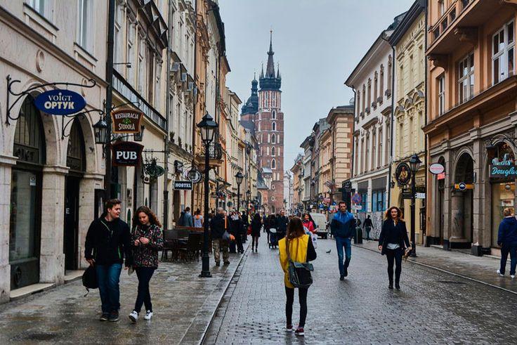 Подарки и сувениры из Польши / Есть в Польше вещи, которые не потеряли своё значение с течением времени. Это солёный бриз, стройные сосны, балтийское побережье, тут и там украшенное вкраплениями тевтонских замков, горы, озёра и песчаные[...]