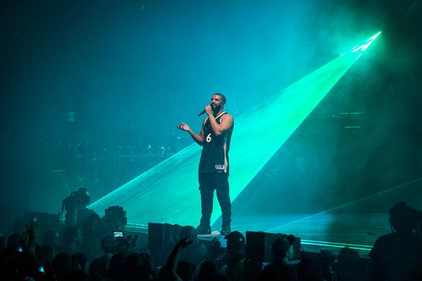 Review: A Softy? Drake, at OVO Fest, Comes Out Swinging at Meek Mill - NYTimes.com