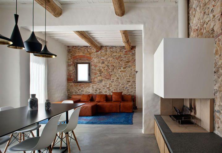 Design furniture for an old farmstead in Tuscany / Arredi di design per un vecchio casale in Toscana