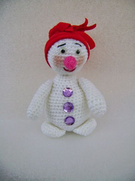 Вязаный крючком снеговичок.: