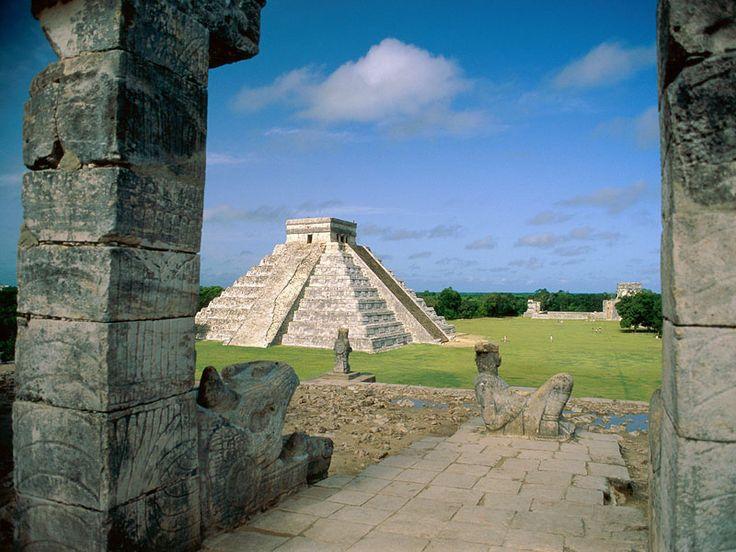 Chichén Itzá è un importante complesso archeologico maya situato nel Messico, nel nord della