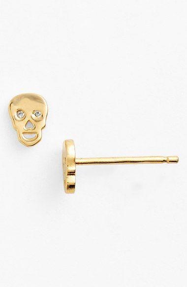 Gold | ゴールド | Gōrudo | Gylden | Oro | Metal | Metallic | Shape | Texture | Form | Composition | Skull Earrings