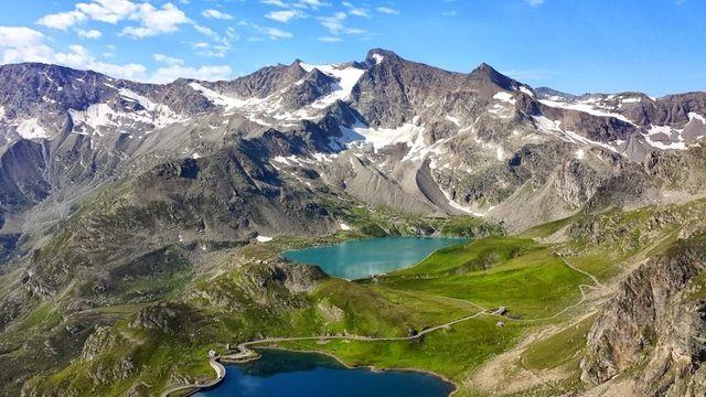 Nell'Elenco Ufficiale delle Aree Protette EUAP, sono 24 i Parchi Nazionali italiani e rappresentano il polmone verde del nostro paese.