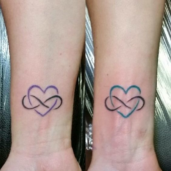 Infinito + corazón = el símbolo perfecto. | 21 Ideas geniales para hacerte un tatuaje con tu mamá