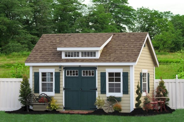 Charming Exterior paint colors for house with brown roof, would you like a free painting estimate of this? #richardstewartpainting #losangeles #paintingcontractor