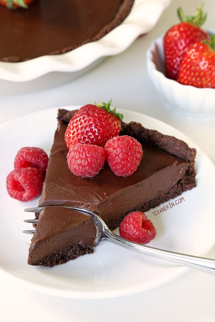 Paleo vegan chocolate cream pie with an ultra silky chocolate filling and a chocolate cookie / brownie crust! Made without tofu. Serve cold for a fudgy pie!