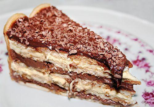 """Essa pavê é realmente """"pacomê""""! Fica uma delícia, experimente! - Aprenda a preparar essa maravilhosa receita de Pavê de Chocolate com biscoito Maizena"""