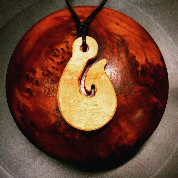 Hawaiian fish hook necklace . . . . . #wood #holz #handarbeit #handicraft #austria #österreich #deko #dekoration #stpölten #handmade #design #disposition #geschenk #geschenksidee #giftidea #gift #holzundleidenschaft #woodart #personalisiert #personalized #stpoelten #stpölten #deco #decoration #handmadeintheeveryday #madeinaustria  #hawaii #hawaiiannecklace #surfernecklace