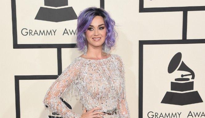 Katy Perry Pregnant? Instagram Photo Sparks Rumors, As Pop Singer Slams Report  #katyperry #katykats #katycats #instagram