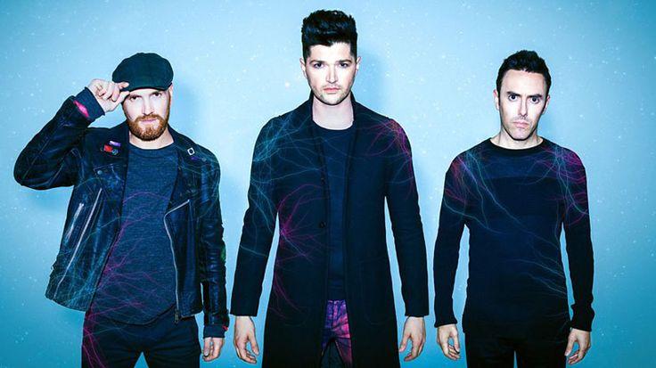 """A distanza di 3 anni dalla loro ultima pubblicazione, i The Script sono tornati con il loro nuovo singolo """"RAIN"""", disponibile in digitale e in rotazione radiofonica: un brano dall'atmosfera decisamente estiva e positiva, nonostante il titolo, che è subito entrato nella top 10 di iTunes in UK. La band ha anche annunciato anche il …"""