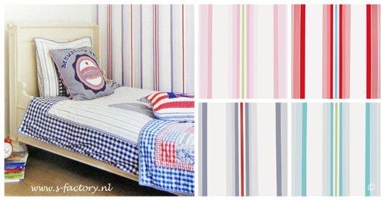 Gestreept behang in roze, rood, blauw/grijs en turquoise van Room Seven