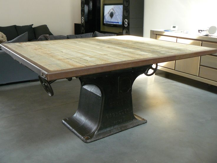 Table industrielle o 39 style n 10 table de salle manger grand format base plancher industriel for Grande table industrielle