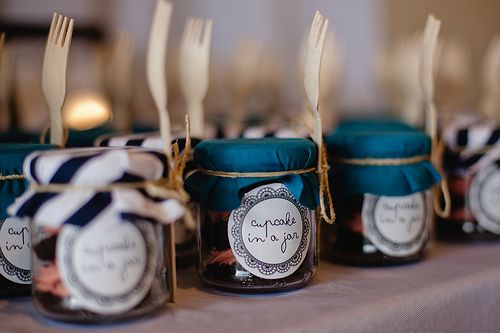 Make a portable favor with cupcakes in a jar (PLUS free printable labels!) | Offbeat Bride