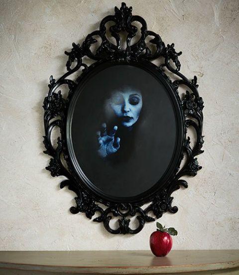 """Pintura reflectante es el secreto de este espejo espectral. Se puede utilizar cualquier marco con vidrio; elegimos uno de Ikea ($ 24,99; 23¼ """"W x 33½"""" H; ikea.com para las tiendas). Iniciar imprimiendo nuestros espejo dos imágenes -la fantasmales originales, que se muestran aquí, y su inverso, o de imagen en papel 11 """"W x 17"""" L. (Cambiar el tamaño de las imágenes si usted está utilizando un marco diferente.) Retire el vidrio del marco, luego pegue la imagen inversa boca abajo en la parte…"""